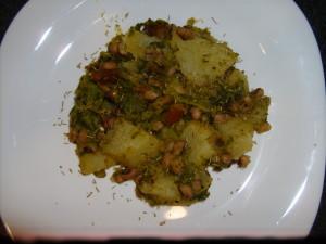 Comer Saudável - Batatas salteadas em alho com grelos, feijão frade e chouriço vegetariano